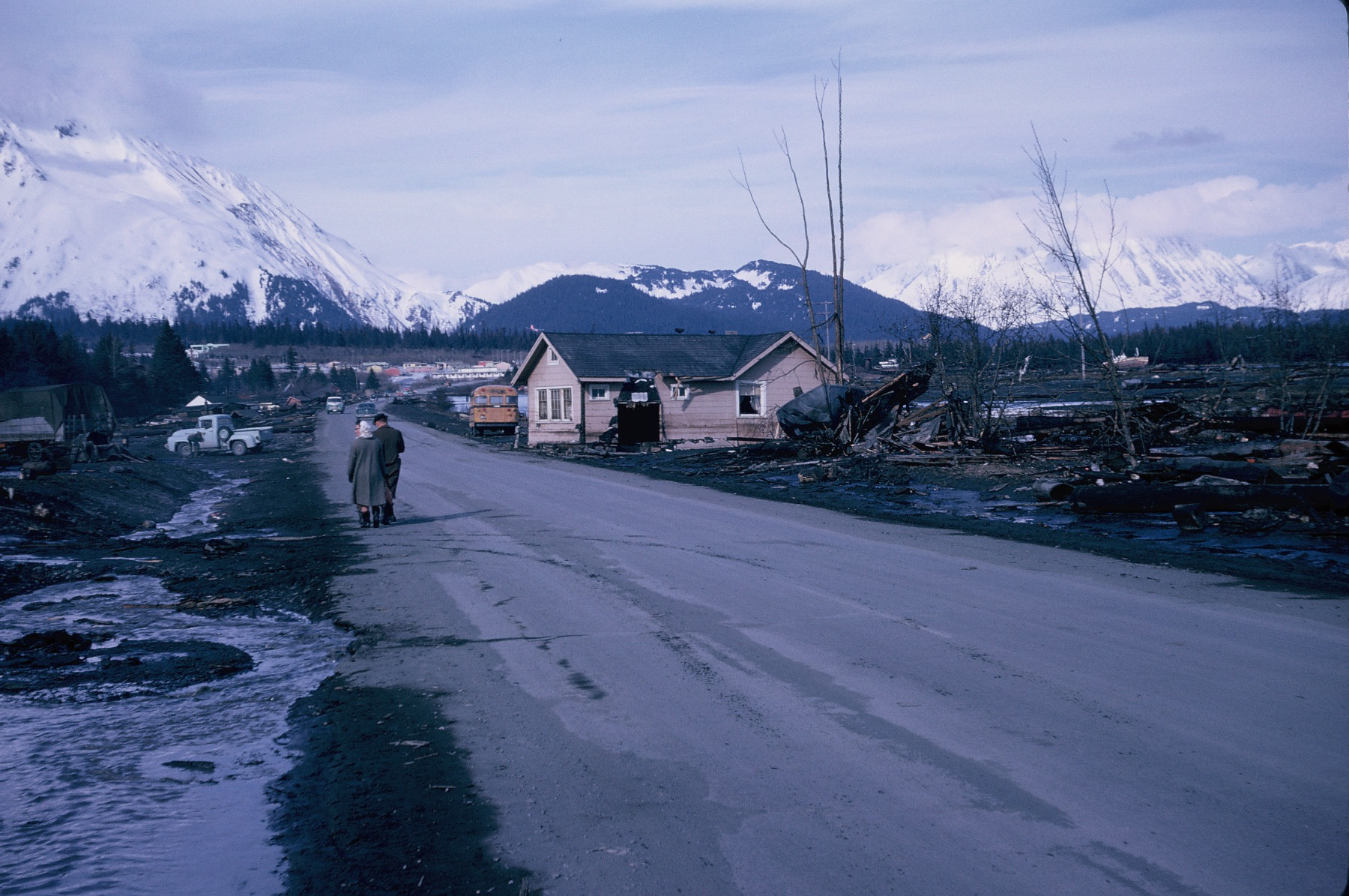 alaska earthquake The 1964 alaskan earthquake, also known as the great alaskan earthquake and good friday earthquake, occurred at 5:36 pm ast on good friday, march 27 across south-central alaska, ground fissures, collapsing structures, and tsunamis resulting from the earthquake caused about 139 deaths.
